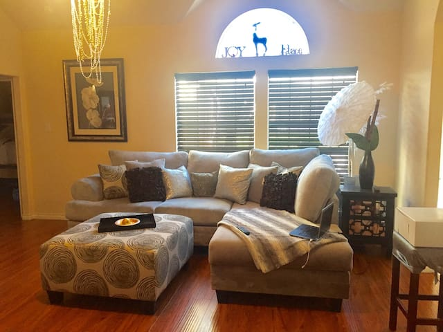Gated with 24/7 Security3000 Sq Fr 4 Beds/3 Bath, - Sugarland - Maison