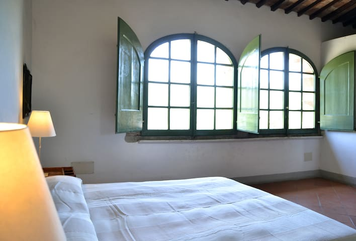 Private room in a b&b near Rufina - Rufina - Bed & Breakfast