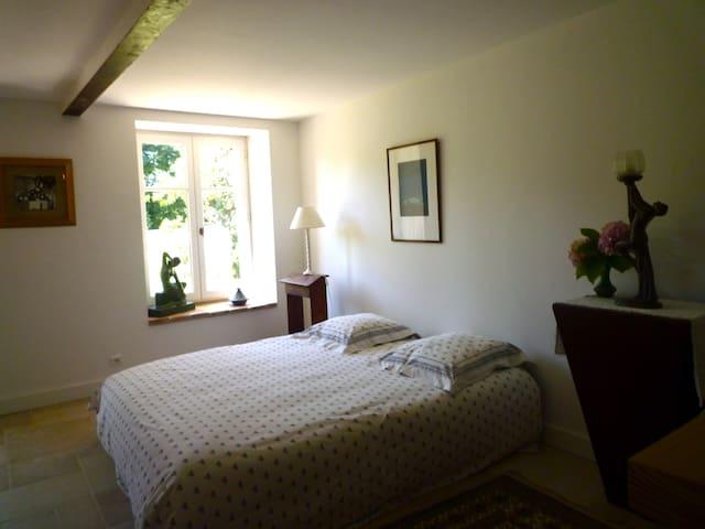 Chambre double en Beaujolais - La Chapelle-de-Guinchay - Bed & Breakfast