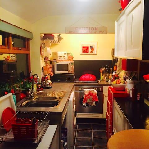 Modern, single room, house share - Stoke-on-Trent - Huis