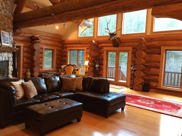 Big log home on the Boulder River - Sweet Grass County - Stuga