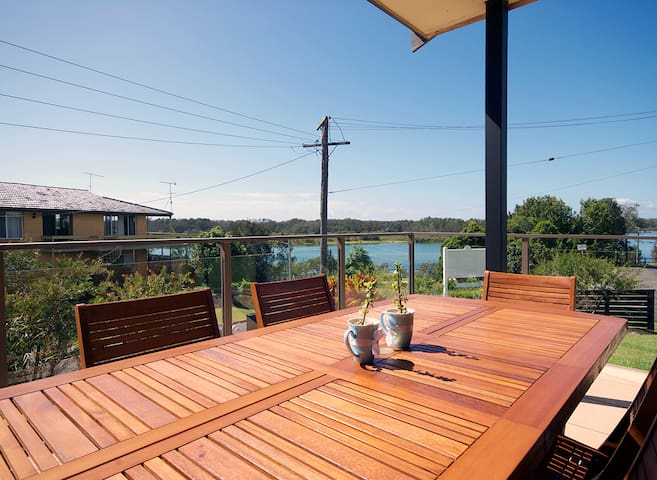River views, newly furnished with free breakfast - Nambucca Heads - Bed & Breakfast