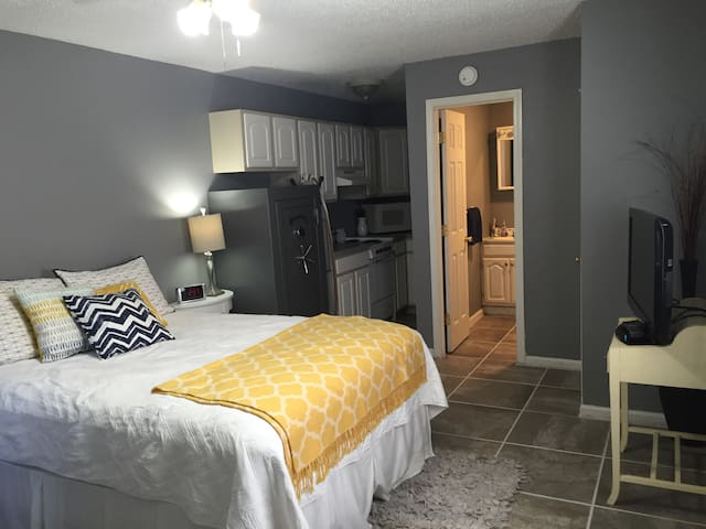 Cozy Private Studio Apartment 5 mins from downtown - North Little Rock
