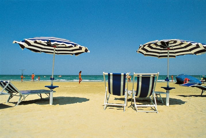 Colourful holiday apartment - Roseto degli Abruzzi