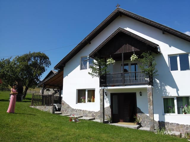 Elena's country house - Budget room in Bran - Bran - Guesthouse
