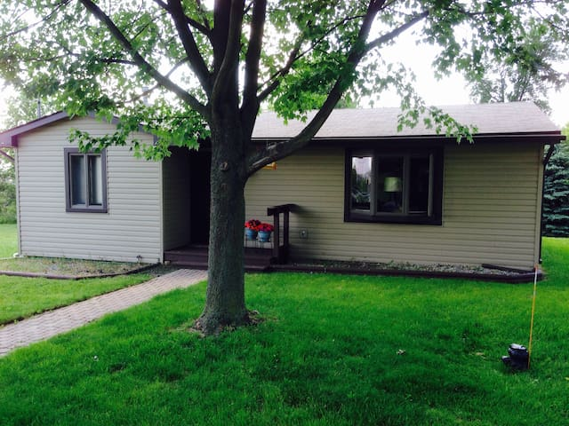 Bungalow at the Crossing - Orion charter Township - Casa