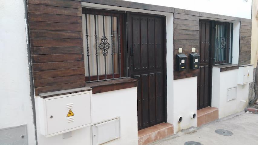Alojamiento rústico en el centro del casco urbano - Alboloduy