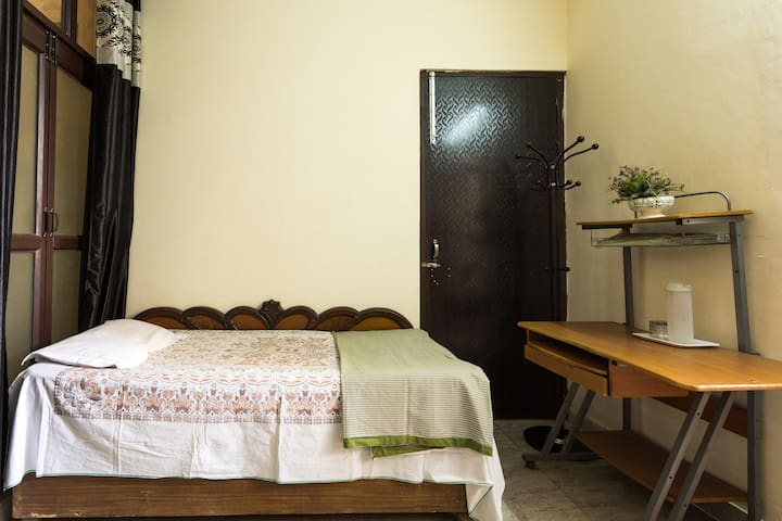 One Room Set Available in NCR Delhi - Faridabad - Huoneisto