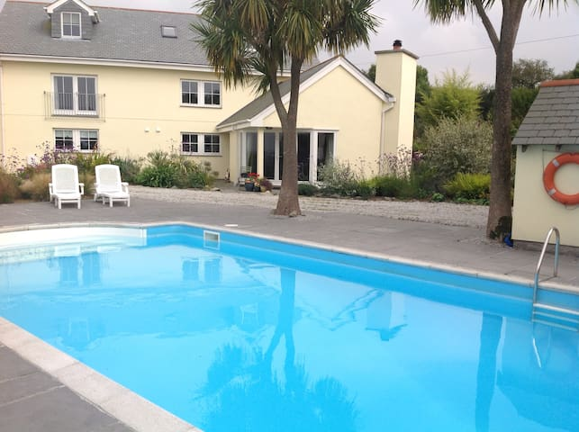 Holiday House with Outdoor Pool - Germoe - Casa