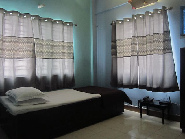 Single B&B with AC, Akankha New Town, Near Airport - New Town - Appartement