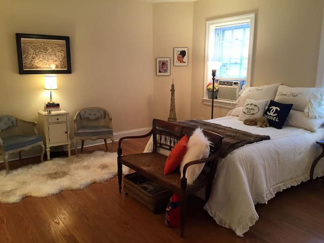 Stunning Studio Apartment on the Maine Line - Bala Cynwyd - Daire