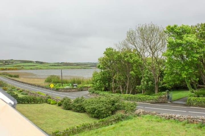Cosy Cottage by the lake - Dunfanaghy - Huis