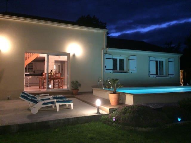 Villa avec piscine chauffée 15 min du Futuroscope - Cenon-sur-Vienne - Villa