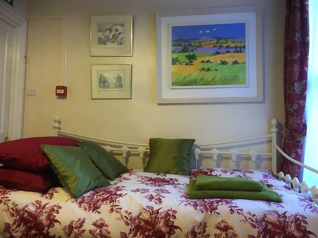 Cosy & convenient apartment in central Canterbury - Canterbury