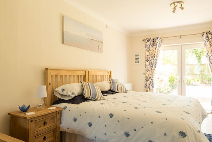 Lovely room a few minutes from M5 - Gloucester - Hus