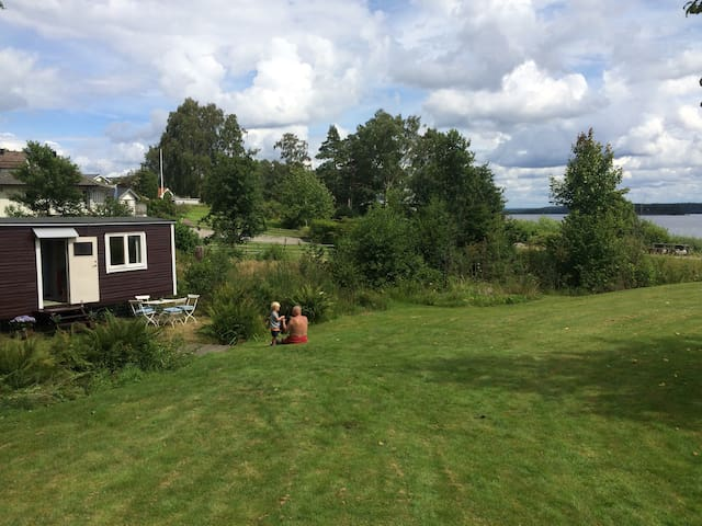 Little cottage with great view over lake - Gråbo - Hytte