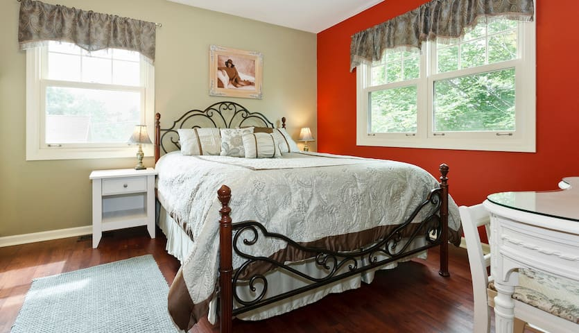 Lovely Guest Room - Walk to Train - Arlington Heights - Hus