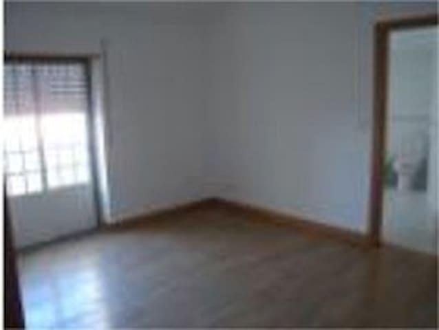 Suite com casa de banho privativa - Vila Franca do Rosário - Apartamento