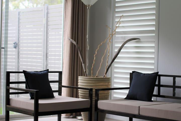 Brand-new, bright, modern, convenient, 2minStation - North Strathfield - Huis
