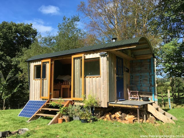 Newly Crafted Artists Riverside Retreat - Machynlleth - Chalet