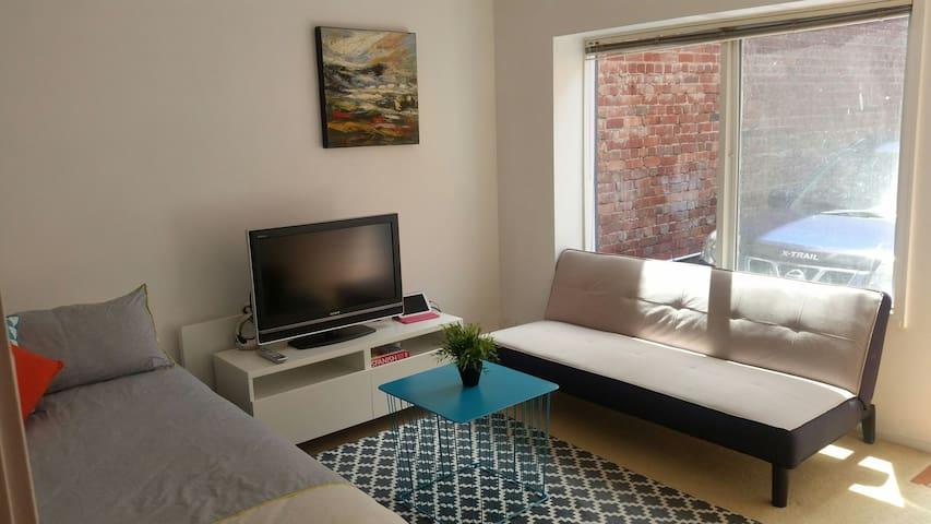 Comfortable basic accommodation - Carlton - Casa