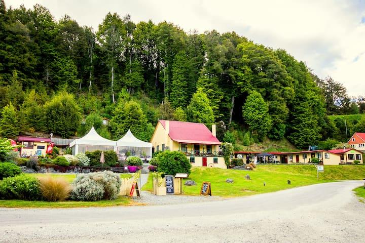 Bunk in 4 bed dorm in wilderness lodge - Glenorchy