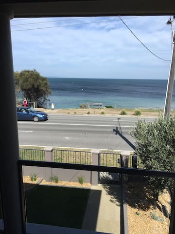Ultra modern accommodation conveniently located - Beaumaris - Appartement