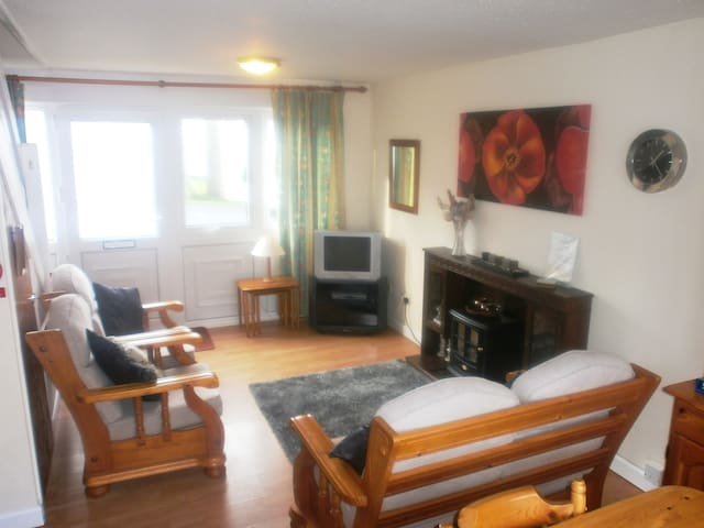 Welsh style 2 Bedroom Beachside Holiday Home - Freshwater East - Casa