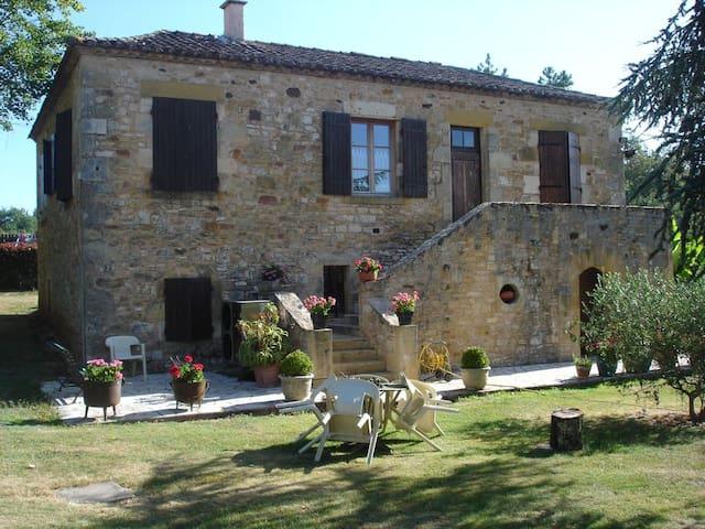 Maison en pierre chateau et bastide de Monpazier - Biron