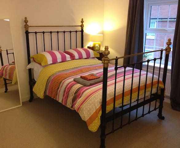 B&B Double room & ensuite bathroom - Melksham