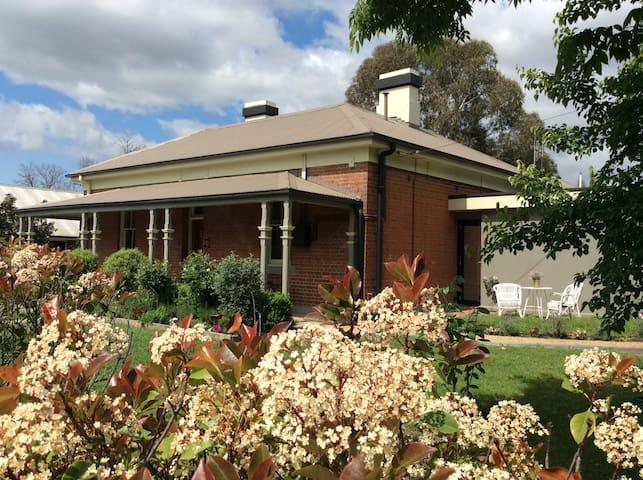 The Old Milltown Police Station B&B - 巴瑟斯特(Bathurst)
