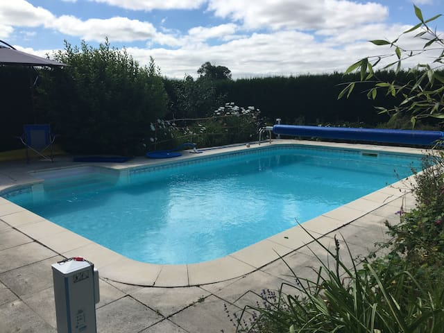Holiday Home - Rural & Heated Pool - Vaux-en-Couhé - Hus