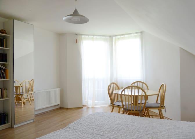 A bedroom for 2 - Horoměřice - Oda + Kahvaltı