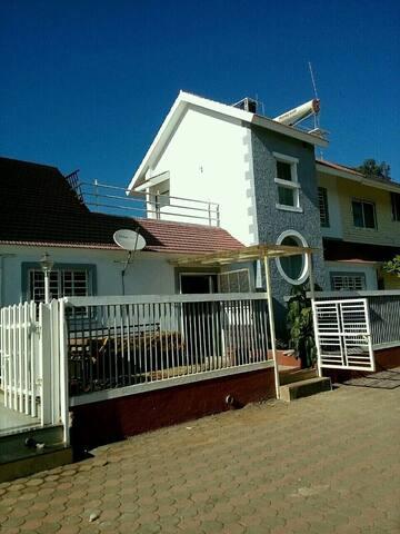 Entire 2BHK villa in  Panchgani - Satara - Bungalow
