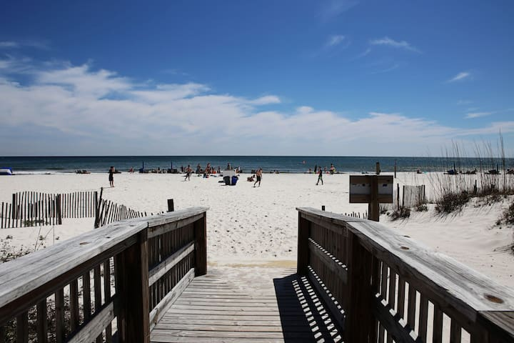GREAT VIEWS and Perfect LOCATION! Air Bed n Beach! - Gulf Shores - Departamento