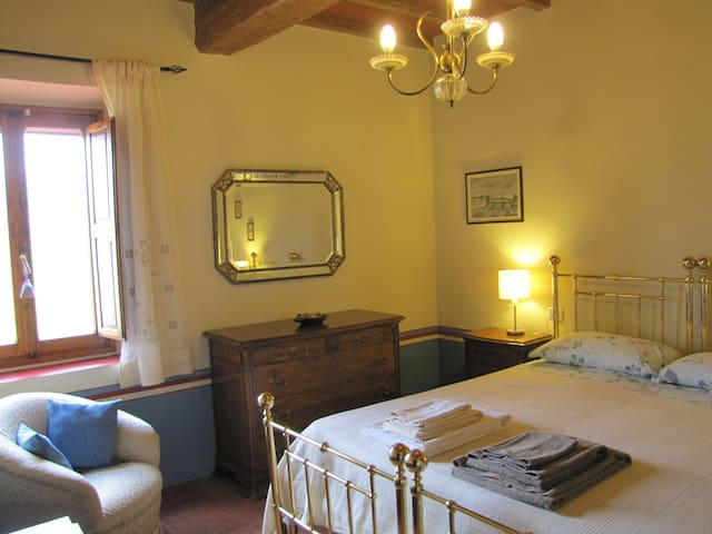Farmhouse Chianti Rufina GIAGGIOLO - Rufina - Bed & Breakfast