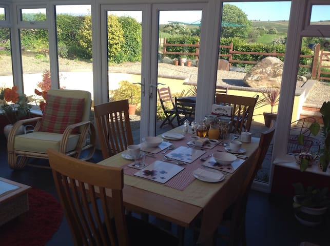 Lovely 4 star bed and breakfast - Clunderwen - Bed & Breakfast