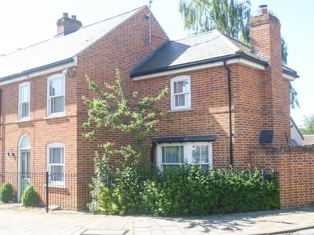 Cosy Woodbridge centre cottage - Woodbridge - Дом