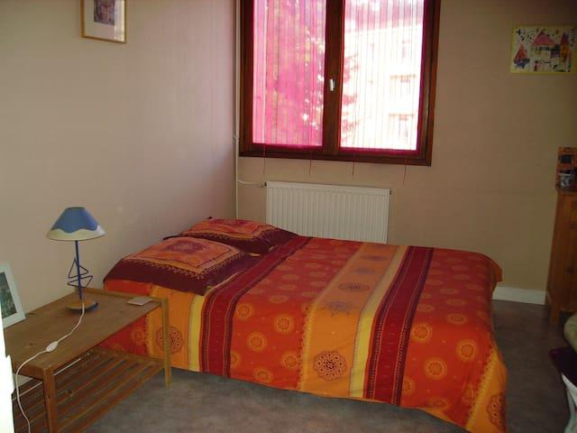Chambre privée dans grand appartement de 100m2 - La Roche-sur-Yon - Departamento
