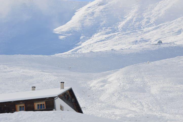 Wohnung an Skilift mit Aussicht in die Rinaulta - Luven - Chalet