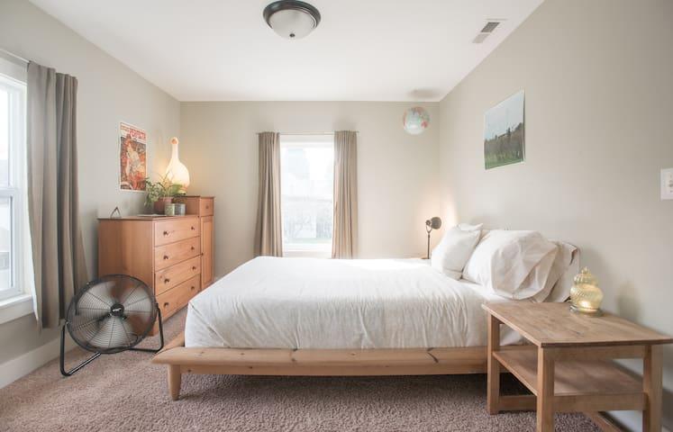 quirky/cozy/historic: back room - Portland - Ev