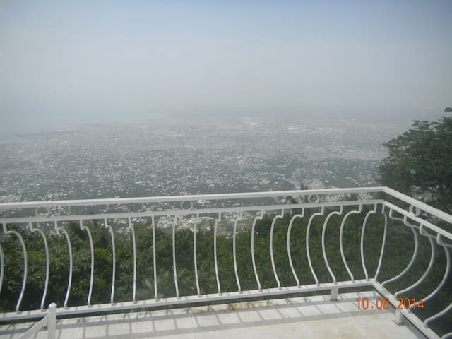 """""""Caveman"""" with a view - Petion-Ville"""