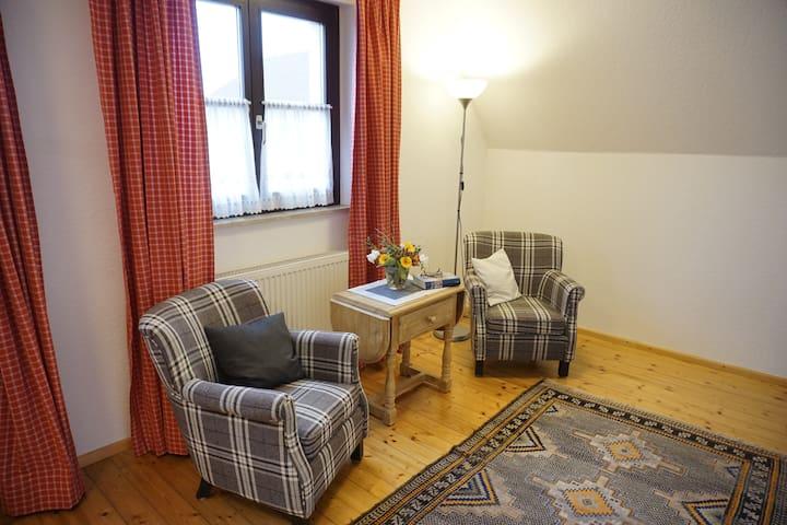 Wohlfühlzimmer inklusive reichhaltigem Frühstück - Großwallstadt - Inap sarapan