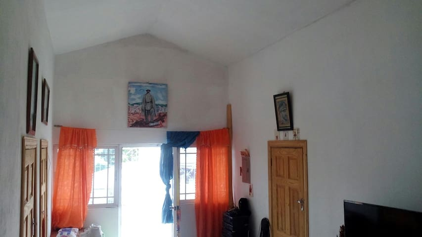 Mariah & Antony's Guesthouse - Portmore - Pensione