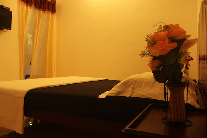 Neema Homes: executive double rooms - Kumily