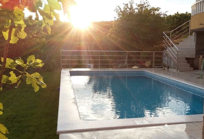 cozy apartment with pool near Split - Žrnovnica - Daire