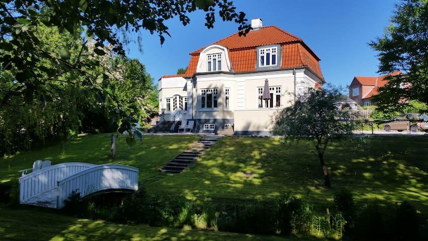 Patriciervilla med egen bæk - Randers - Huis