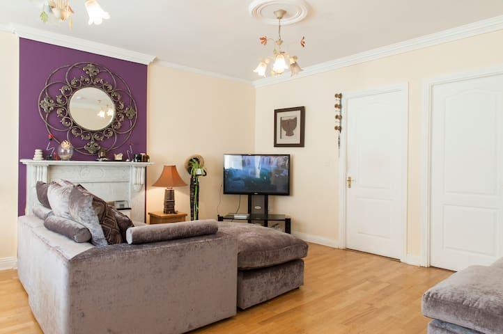 Cosy private room 20 mins drive to the airport - Castleknock - Apartamento