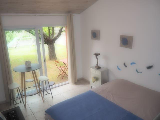 Grande chambre indépendante dans jardin arboré - Toulouse - Huis