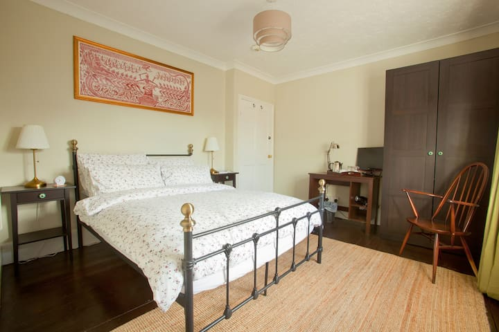 Double ensuite room INCLUDES COOKED BREAKFAST - Yaxham - Maison